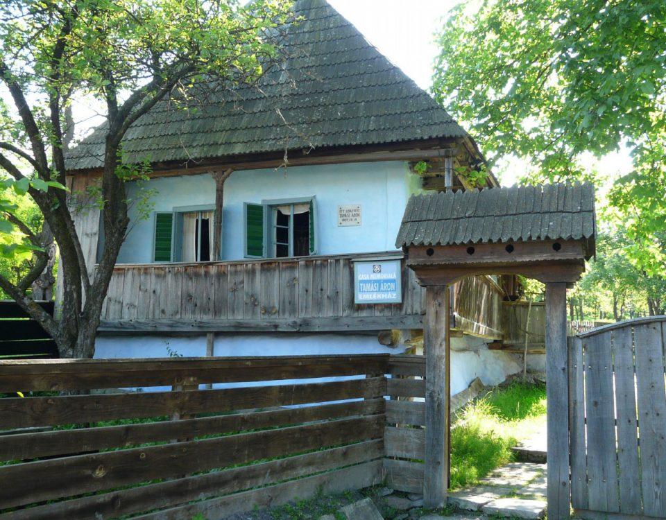 Tamási Áron szülőháza Farkaslaka